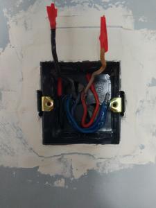 nowa puszka zamontowane, kable uporządkowane