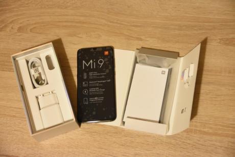 Xiaomi_Mi_9_001.jpg
