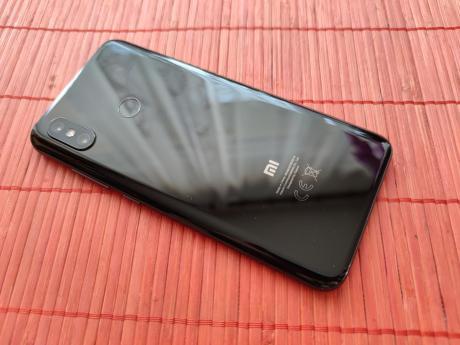 Xiaomi_Mi_8_01.jpg