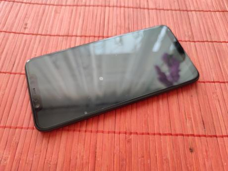 Xiaomi_Mi_8_02.jpg